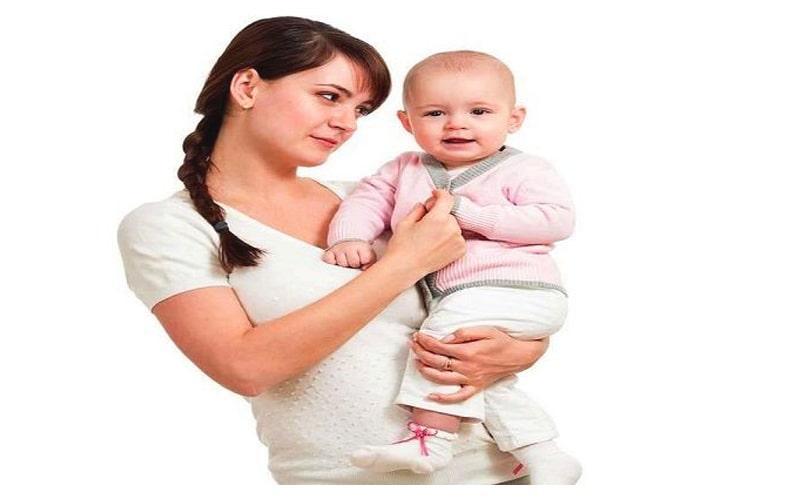 بغل کردن نوزاد روی لگن